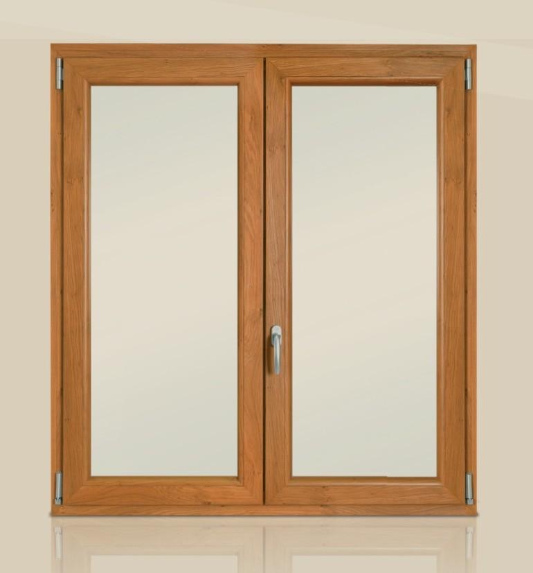 Finestra in PVC colore legno