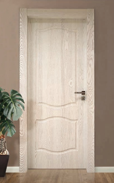Porta per interni in legno bianco con poro legno for Infissi in legno bianco