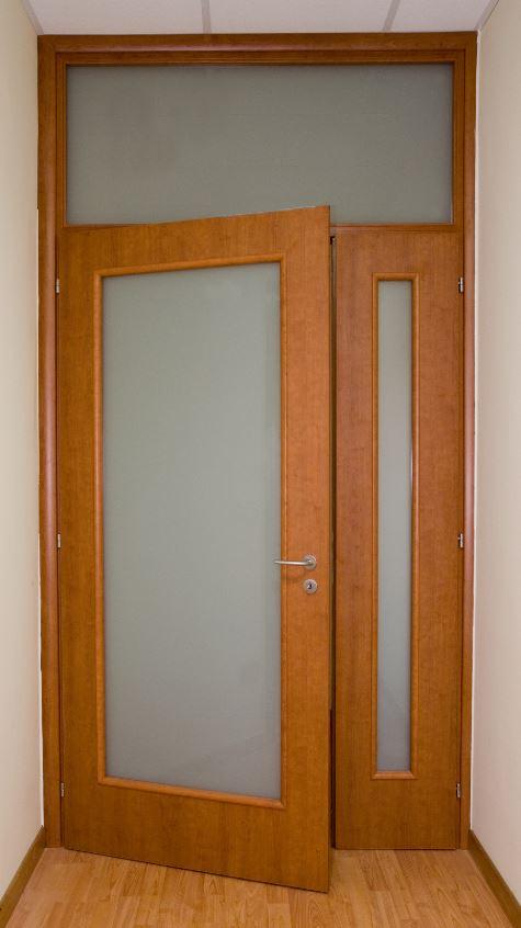 Porta interna in laminato| color legno con vetri